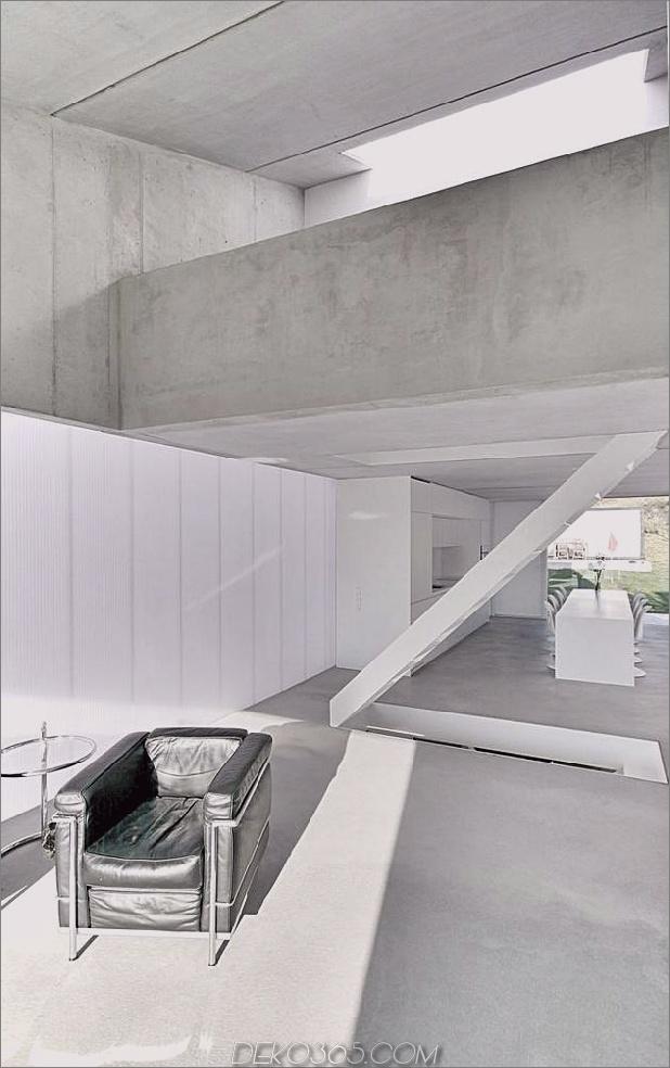 hoch-minimalistisch-Hanghaus-aus-Beton-4-main-floor.jpg gebaut
