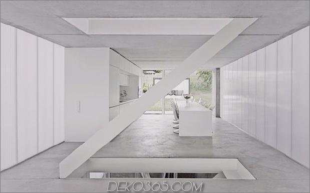 hoch-minimalistisch-Hanghaus-gebaut-aus-Beton-5-Küche-Treppe-gerade.jpg