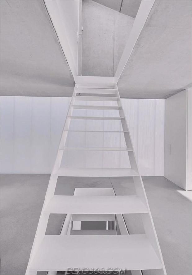 hoch-minimalistisch-Hanghaus-aus-Beton-8-Stufen-up.jpg gebaut