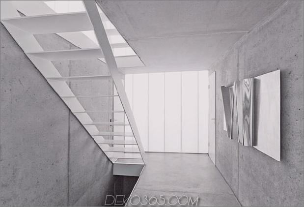 hoch-minimalistisch-Hanghaus-aus-Beton-12-Flur.jpg gebaut