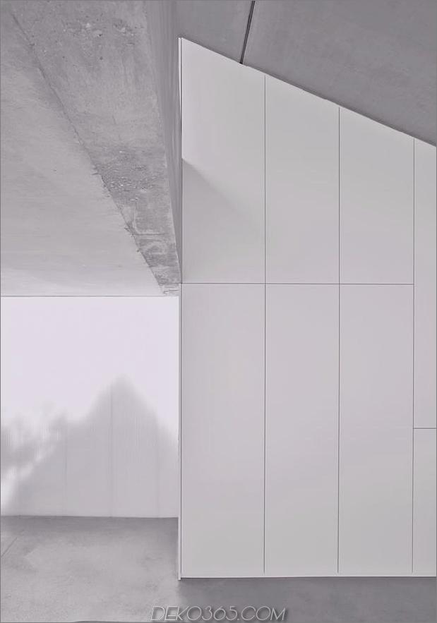 hoch-minimalistisch-Hanghaus-aus-Beton-15-ceiling.jpg gebaut