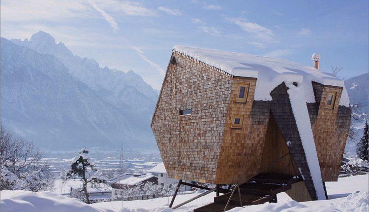 Holz schuppte österreichisches Gebirgshaus mit geneigten Wänden_5c59ac9f4f01b.jpg