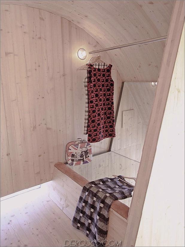 Holz schuppte österreichisches Gebirgshaus mit geneigten Wänden_5c59aca737410.jpg