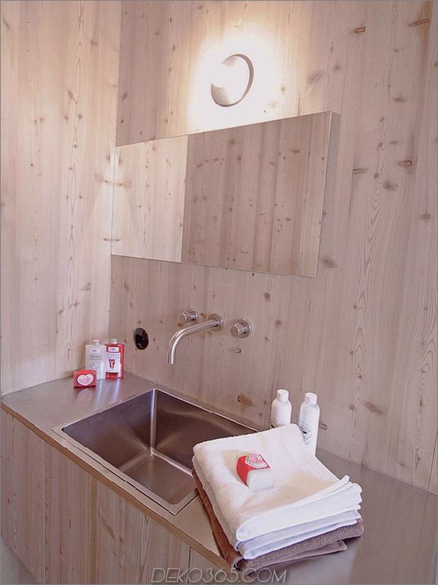 Holz schuppte österreichisches Gebirgshaus mit geneigten Wänden_5c59aca82f038.jpg