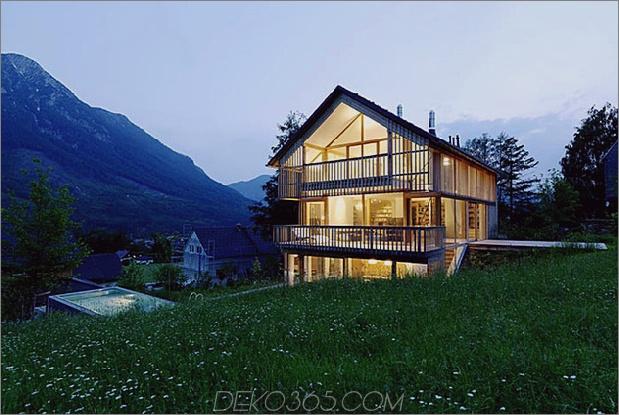 Berghaus aus Holz und Glas mit Trio von Terrassen 1 thumb 630x422 30127 Berghaus aus Holz und Glas mit Trio von Terrassen
