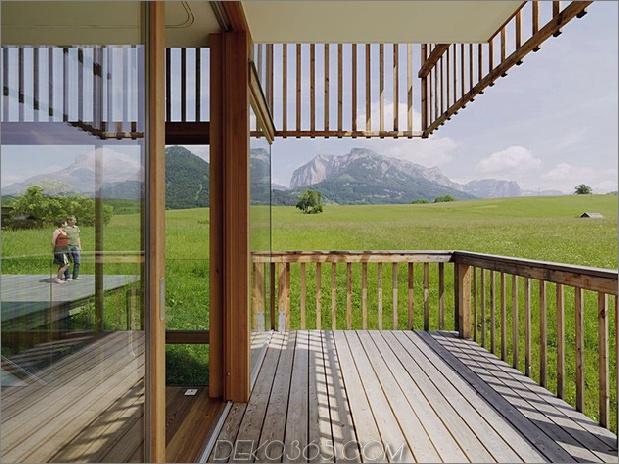 Holz-und-Glas-Berg-Haus-mit-Trio-Terrassen-5.jpg