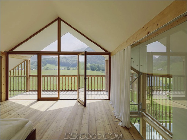 Holz-und-Glas-Berg-Haus-mit-Trio-Terrassen-10.jpg