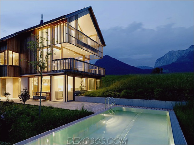 Holz-und-Glas-Berg-Haus-mit-Trio-Terrassen-12.jpg