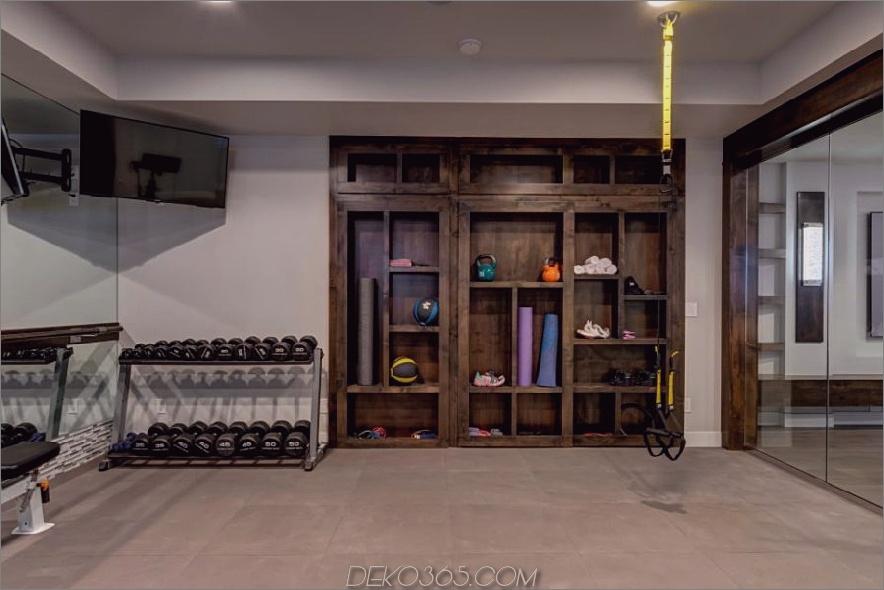 Hoch organisiertes Fitnessstudio von der Finished Basement Company