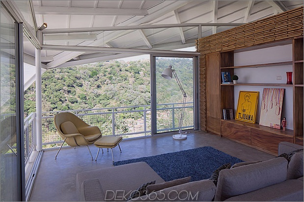 im freien-wohnhaus-unter-geometrischen-überdachung-13-wohnzimmer.jpg