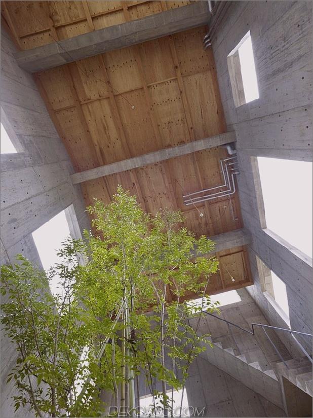 gebogenes betonhaus-mit-innenhof-4.jpg