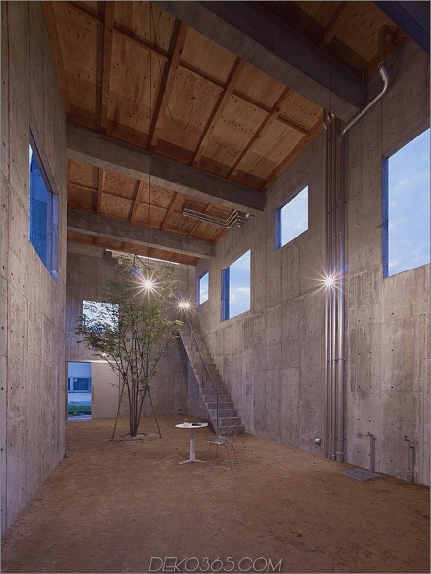 gebogenes betonhaus-mit-innenhof-9.jpg