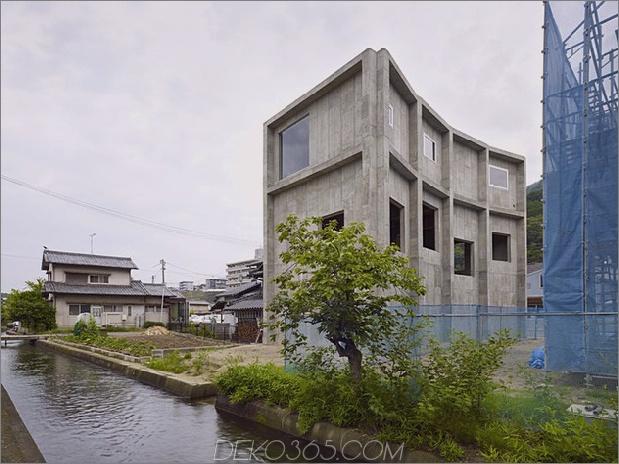 gebogenes betonhaus-mit-innenhof-10.jpg