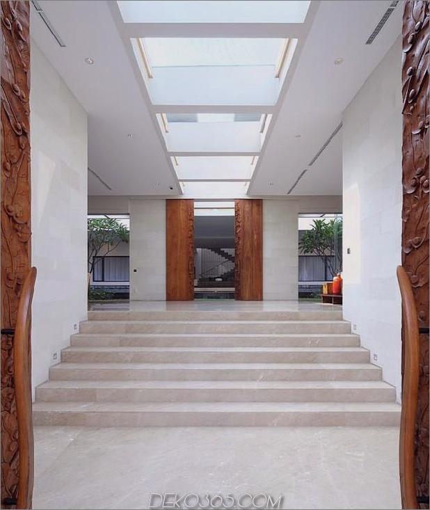 indonesisch-Zen-Haus-mit-detaillierte-Garten-gefüllt-Interieur-6-inside-entrance.jpg