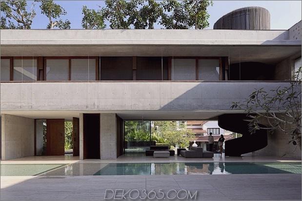 Hofhaus nach außen offen mit skulpturaler Treppe 1 thumb 630x419 22140 Innenhofhaus nach außen mit skulpturalem Treppenhaus