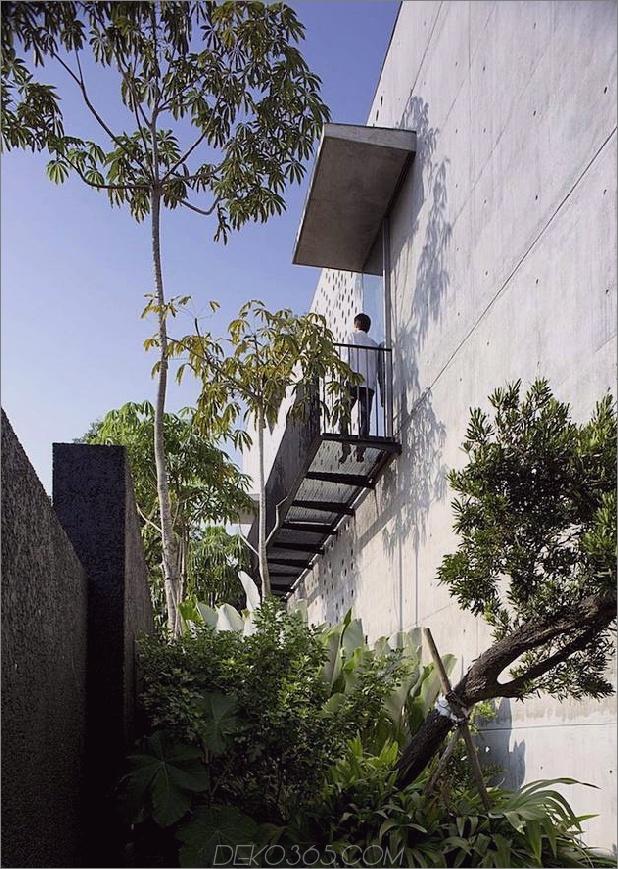 Hofhaus nach außen offen mit skulpturaler Treppe 2 thumb 630x885 22142 Innenhofhaus nach außen mit skulpturalem Treppenhaus