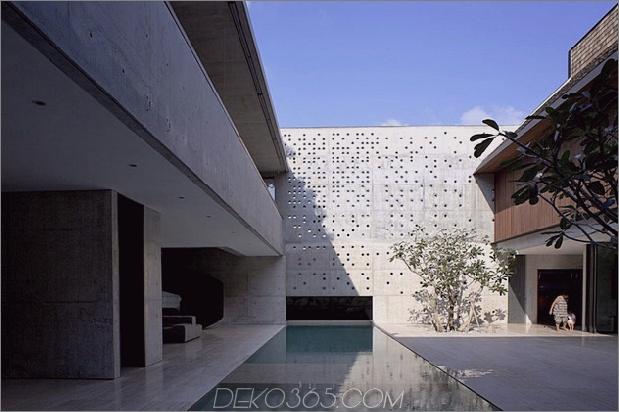 Hof-Haus-Open-to-Outdoor-mit skulpturaler Treppe-3.jpg