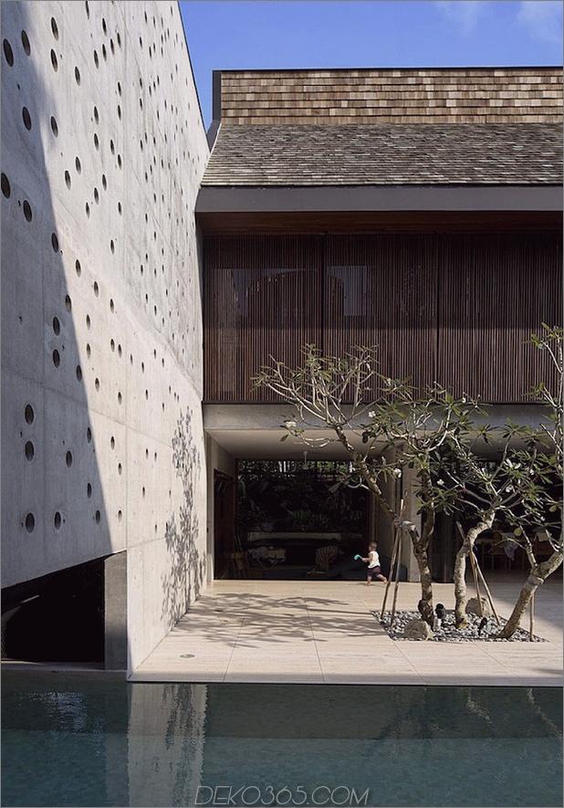 Hof-Haus-Open-to-Outdoor-mit skulpturaler Treppe-5.jpg