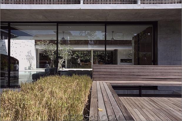 Hof-Haus-Open-to-Outdoor-mit skulpturaler Treppe-6.jpg