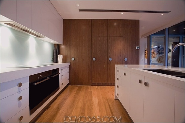 modernist-house-with-classic-Stereo-Schrank-inspiriert-wood-volume-9.jpg