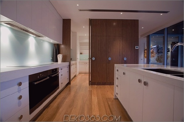 modernist-house-with-classic-Stereo-Schrank-inspiriert-wood-volume-10.jpg