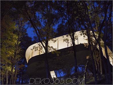 Passagehaus 13 Japanese Home Design - ein Glashaus hängt wie ein Vogelnest an einem steilen Hang, nichts für schwache Nerven!