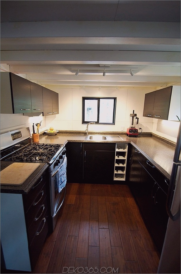 kleine-haus-räder-andrew-gabriella-morrison-3-kitchen.jpg