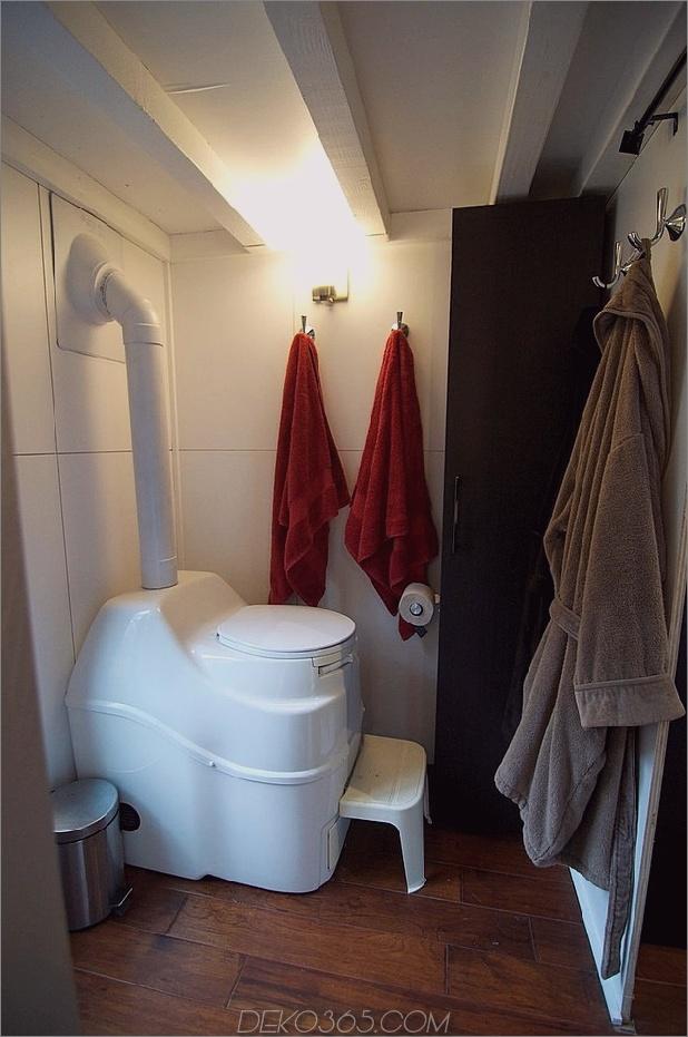 kleine-haus-räder-andrew-gabriella-morrison-14-toilet.jpg