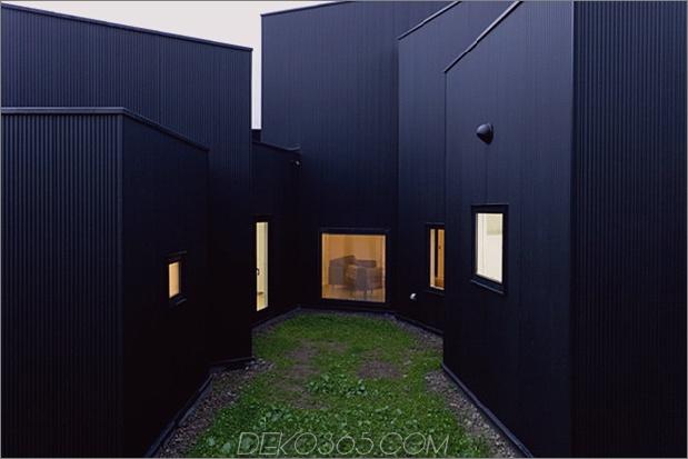 kleines haus-big-impact-with-black-fassade-white-interiors-5.jpg