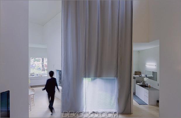 kleines haus-big-impact-with-black-fassade-white-interiors-10.jpg