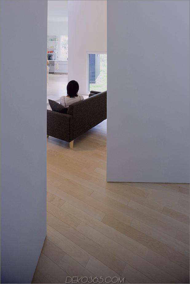 kleines haus-big-impact-with-black-fassade-white-interiors-14.jpg