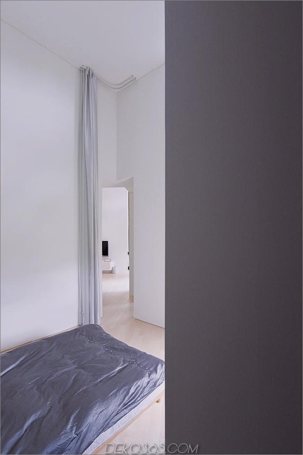 kleines haus-big-impact-with-black-fassade-white-interiors-17.jpg