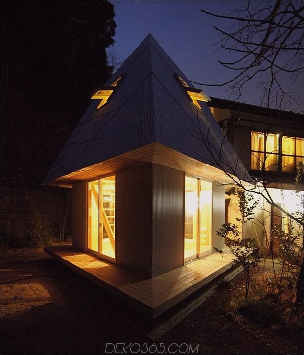 kompaktes diamantförmiges haus-plan-yuji-tanabe-5-nighttime-corner.jpg
