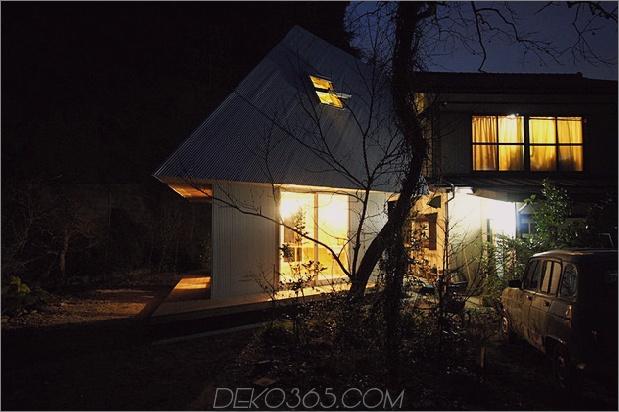 kompaktes diamantförmiges haus-plan-yuji-tanabe-18-night-lights.jpg