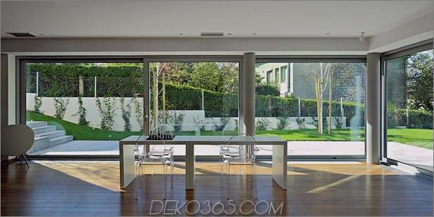 skulptural-runder-treppenhaus-fokus-minimalist-residenz-5-social-office.jpg