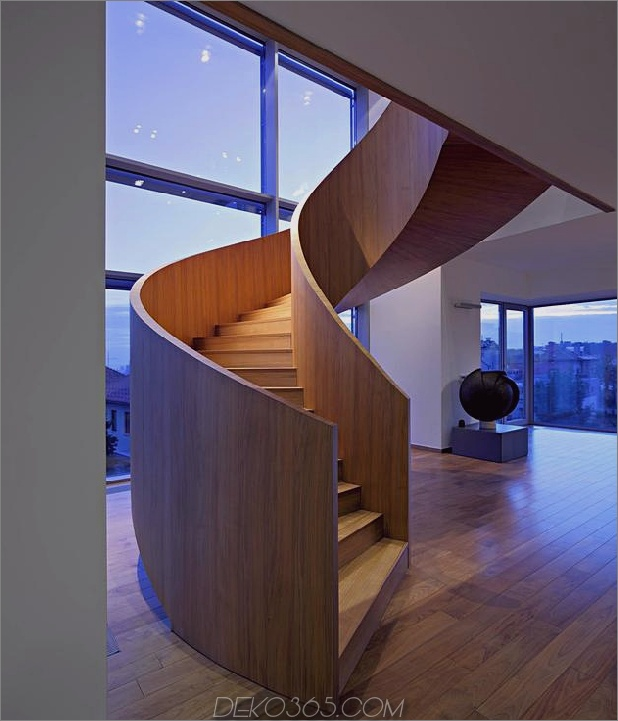 skulptural-rund-treppenhaus-fokus-minimalistisch-residenz-9-treppen-skulptur.jpg