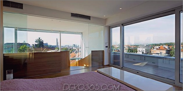 skulptural-runder-treppenhaus-fokus-minimalist-residenz-12-master-suite.jpg