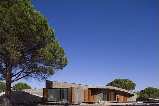 Beton-Haus-begraben-unter-künstlich-Sanddünen-3-Fassade.jpg