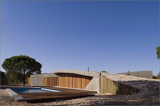 Beton-Haus-begraben-unter-künstlich-Sanddünen-6-pool.jpg