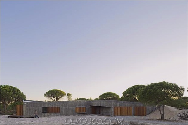 Beton-Haus-begraben-unter-künstlichen Sanddünen-10-private-zone.jpg
