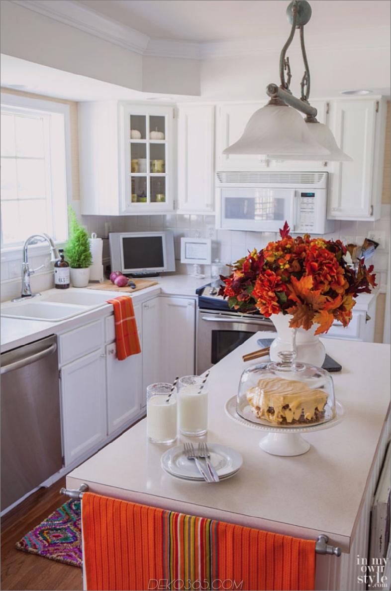 Weiße Küche farbiger Herbst