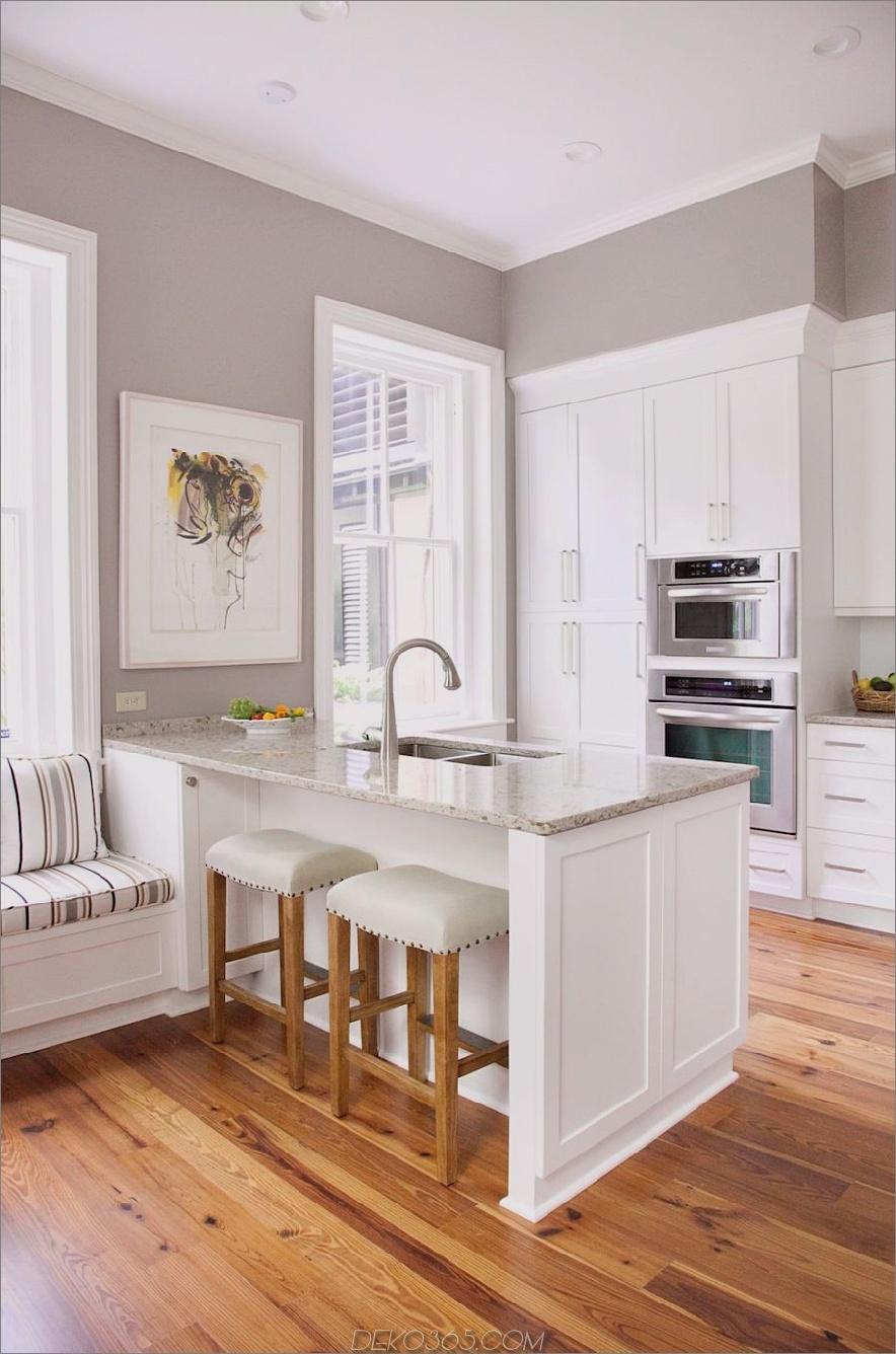Elegante Küchenhalbinsel mit eingebautem Fensterplatz