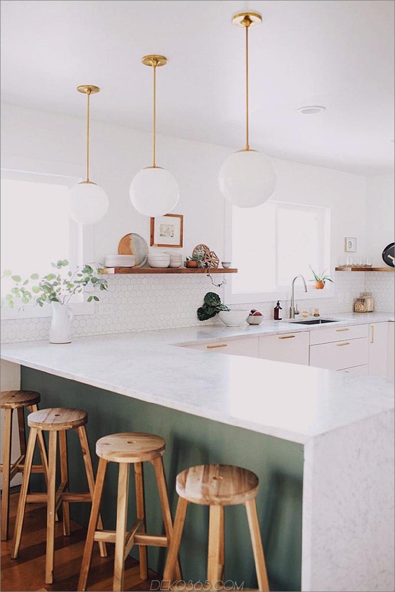 Coole moderne Küche mit Halbinsel