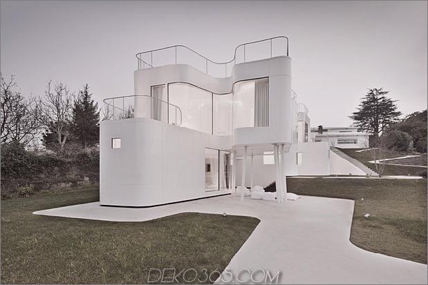 kurvenreich-glänzend-weiß-home-addition-in-spanien-3.jpg