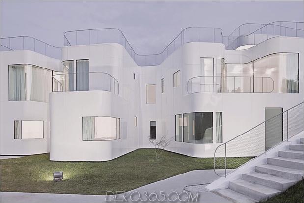 kurvenreich-glänzend-weiß-home-addition-in-spanien-6.jpg