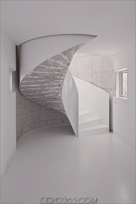 kurvenreich-glänzend-weiß-home-addition-in-spanien-11.jpg
