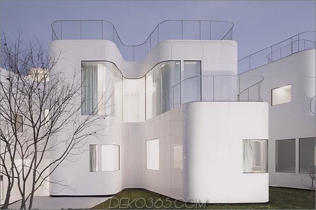 kurvenreich-glänzend-weiß-home-addition-in-spanien-7.jpg