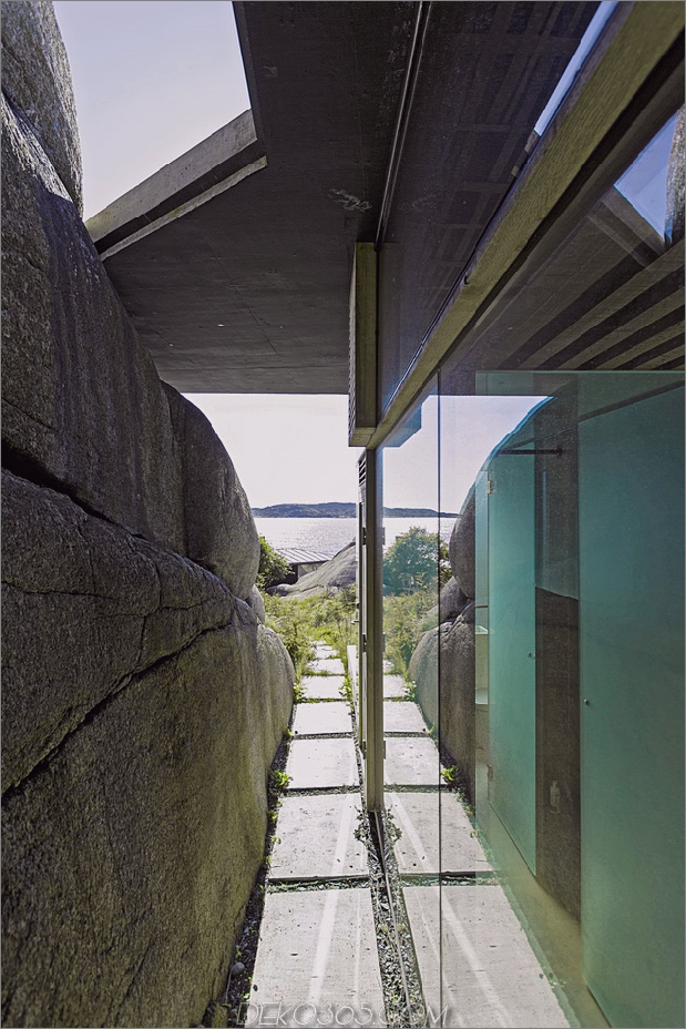 norway-house-in-rock-cabin-knapphullet-lund-hagem-9.jpg