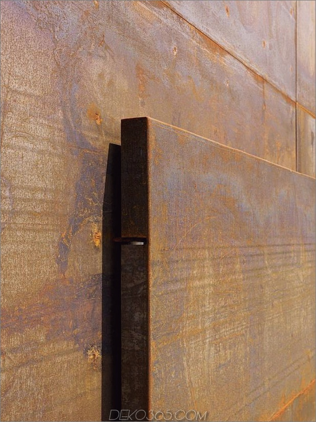 oxidierter-stahl-schlafzimmer-tower-präsidenhaus-pool-7-door.jpg