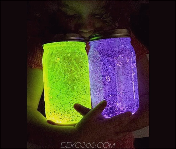 glowing-mason-jar-centerpiece.jpg